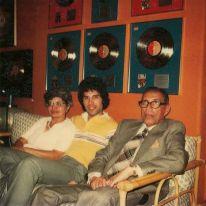 Freddie con i suoi gentori Jer e Bomi Bulsara, anni '70